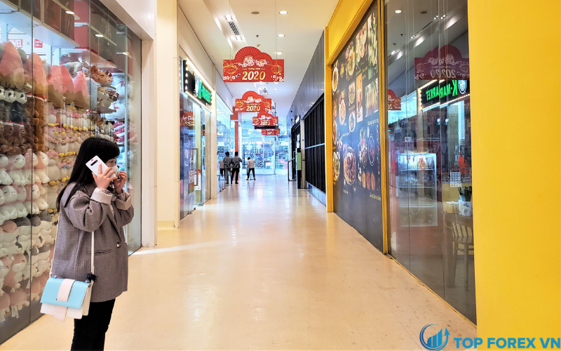 Doanh số bán lẻ của Hoa Kỳ giảm
